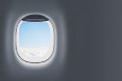Flugzeug- oder Jet-Fenster auf Wand mit Leerstelle Stockfotos