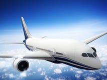 Flugzeug-Skyline-Horizont-Flug-Wolken-Konzept Lizenzfreies Stockbild