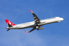 Flugzeug Turkish Airliness Airbus A321 Stockfotos