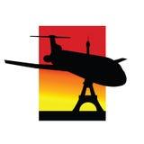 Flugzeug- und Eiffelturmschattenbild Lizenzfreie Stockbilder