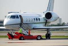 Flugzeug und Pflegebesatzung Stockfotos