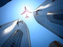 Flugzeug und Wolkenkratzer Lizenzfreies Stockbild