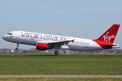 Flugzeug Virgin Atlantics Airbus A320 Stockbild