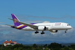 Flugzeug von Thai Airways International Boeing 787-800 Dreamliner lizenzfreies stockfoto