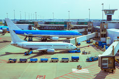 Flugzeugbodenabfertigung Stockfotos