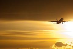 Flugzeugdämmerung entfernen sich Lizenzfreie Stockfotos