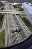 Flugzeuge auf Endanflug Stockfotos