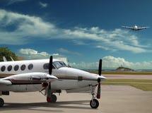 Flugzeuge auf Flughafen. Stockfotos