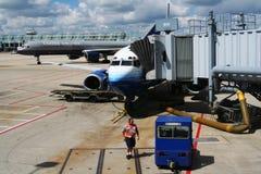 Flugzeuge bereiten sich zum Start von internationalem Flughafen O'Hare vor Stockfotos