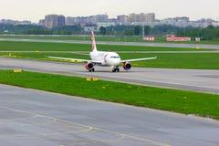Flugzeuge Czech Airliness Airbus A319-112 in internationalem Flughafen Pulkovo in St Petersburg, Russland Lizenzfreie Stockfotos