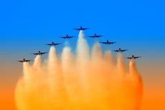 Flugzeuge in der Bildung Lizenzfreies Stockbild
