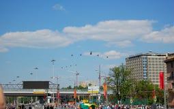 Flugzeuge in der Luft Stockfotos
