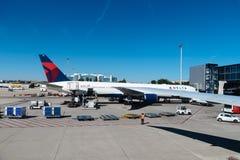 Flugzeuge in der Rollbahn von Barajas-Flughafen Stockfoto