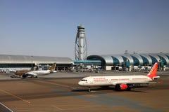 Flugzeuge an Dubai-Flughafen Lizenzfreies Stockfoto