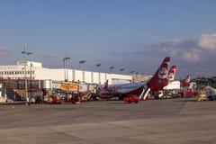 Flugzeuge am Finger Lizenzfreies Stockfoto