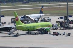Flugzeuge am Frankfurt-Flughafen Stockfotos