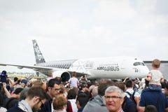 Flugzeuge geparkt am Treffen des Raumes in Paris Le Bourget während der Luftfahrt und räumliche internationale das airshow und di stockbilder