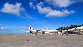 Flugzeuge im Mahe Flughafen Stockfotografie