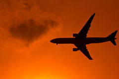 Flugzeuge im Sonnenuntergang Stockfotografie