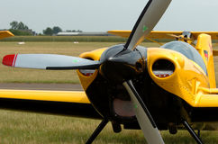Flugzeuge am Parken Lizenzfreie Stockfotos