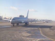 Flugzeuge stehen für Start an Sheremetyevo-Flughafen, Russland an Stockfotos