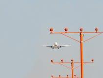 Flugzeuge und Landescheinwerfer Stockfoto