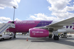 Flugzeuge von Wizzair stockfotos