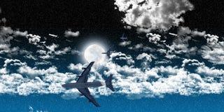 Flugzeuge zwischen Wolken nachts Stockbilder