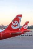 Flugzeugendstückflosse des Flugzeugs von der Fluglinie Air Berlin - Flughafen Zürich Lizenzfreie Stockfotografie