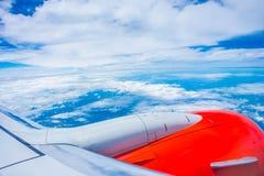 Flugzeugflügel lizenzfreie stockfotografie