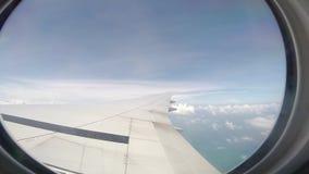 Flugzeugfliegenfenster-Ansicht timelapse stock video