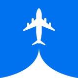 Flugzeugflugluftfliegenwolken-Himmelblauhintergrund Stockfotos