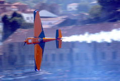 Flugzeugflugwesen - RedBull Luft-Rennen Porto 2009 Stockfotografie