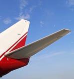 Flugzeugheckflügel Stockfotos