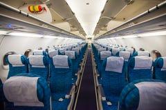 Flugzeuginnenraum ohne Passagiere lizenzfreie stockbilder