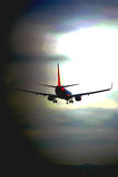 Flugzeuglandung am Flughafen Stockbild