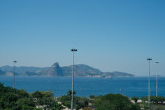 Flugzeuglandung in Rio de Janeiro über Strand Stockfoto