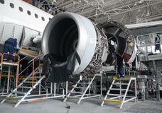 Flugzeugreparatur und -modernisierung Stockfotos
