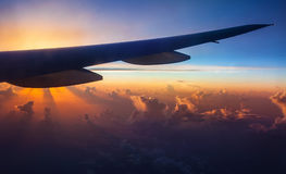 Flugzeugschattenbild auf Sonnenuntergang Stockbild