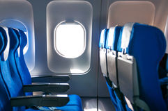 Flugzeugsitze und -fenster Stockfotografie