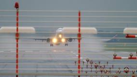 Flugzeugstart und -aufstieg stock footage