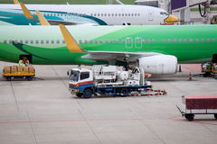Flugzeugvorbereitung durch die Grundmannschaft Stockfotos