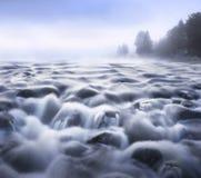 Fluindo a água Fotografia de Stock Royalty Free