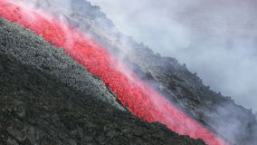 Flujo de lava de Volcano Etna, Italia almacen de video