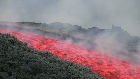 Flujo de lava de Volcano Etna, Italia almacen de metraje de vídeo