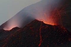 Flujo de lava en el cono de la escoria del channeldetail Imagen de archivo libre de regalías