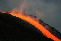 Flujo de lava en el volcán del Etna imágenes de archivo libres de regalías