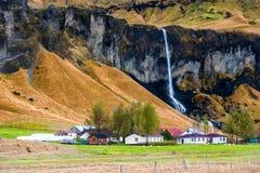 Flujos de la cascada Riegue el chapoteo Imagen de archivo