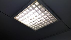 Fluorescent light flickering with power problems