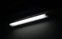 Fluorescente con el fondo oscuro Imagen de archivo